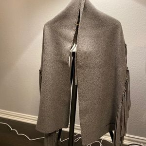 Burberry scarf in Gray